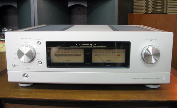 LUXMAN L-590A ラックスマンプリメインアンプ写真